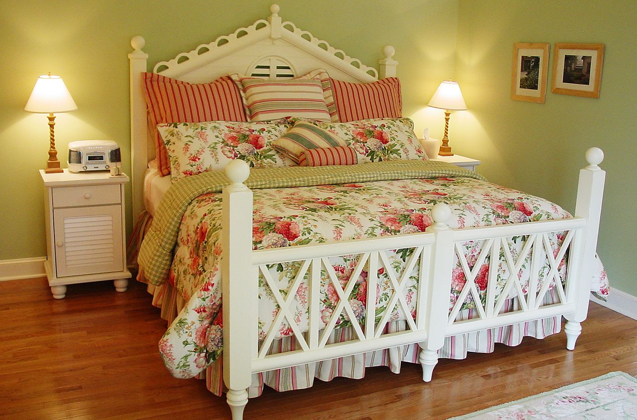 The Cottage King Bed